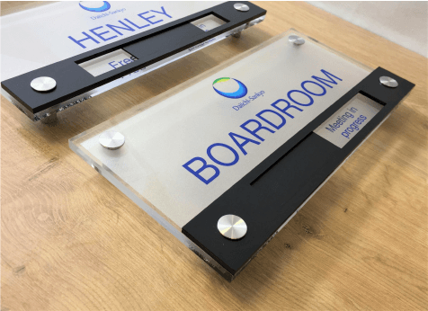 perspex-in-use-vacant-meeting-room-sign-01