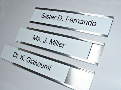 Changeable metal room sign